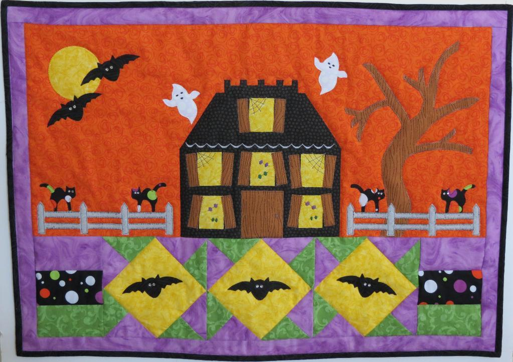 full_4337_27950_HappyHauntingWallHanging_1